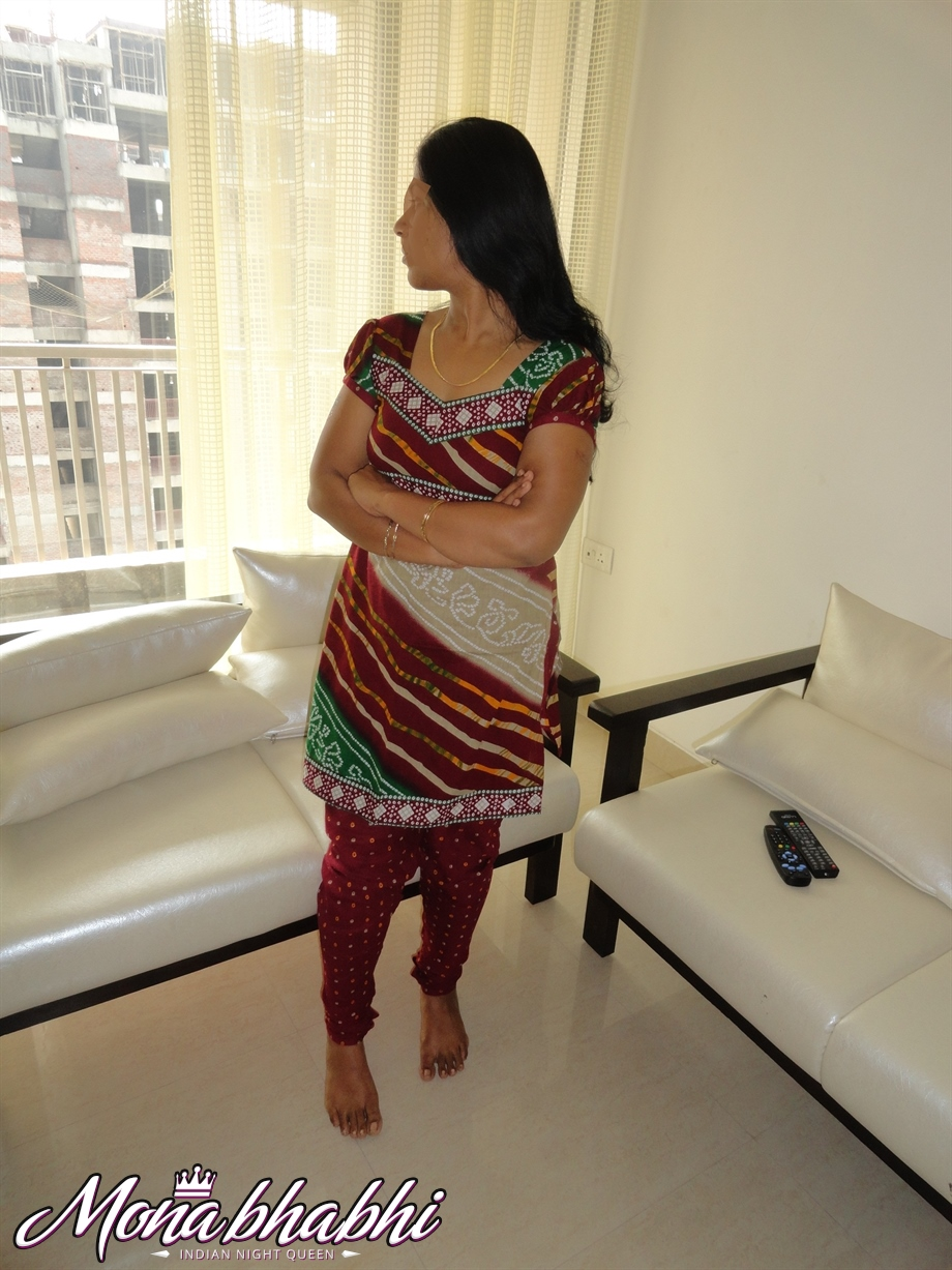 Indian Aunty Mona Bhabhi