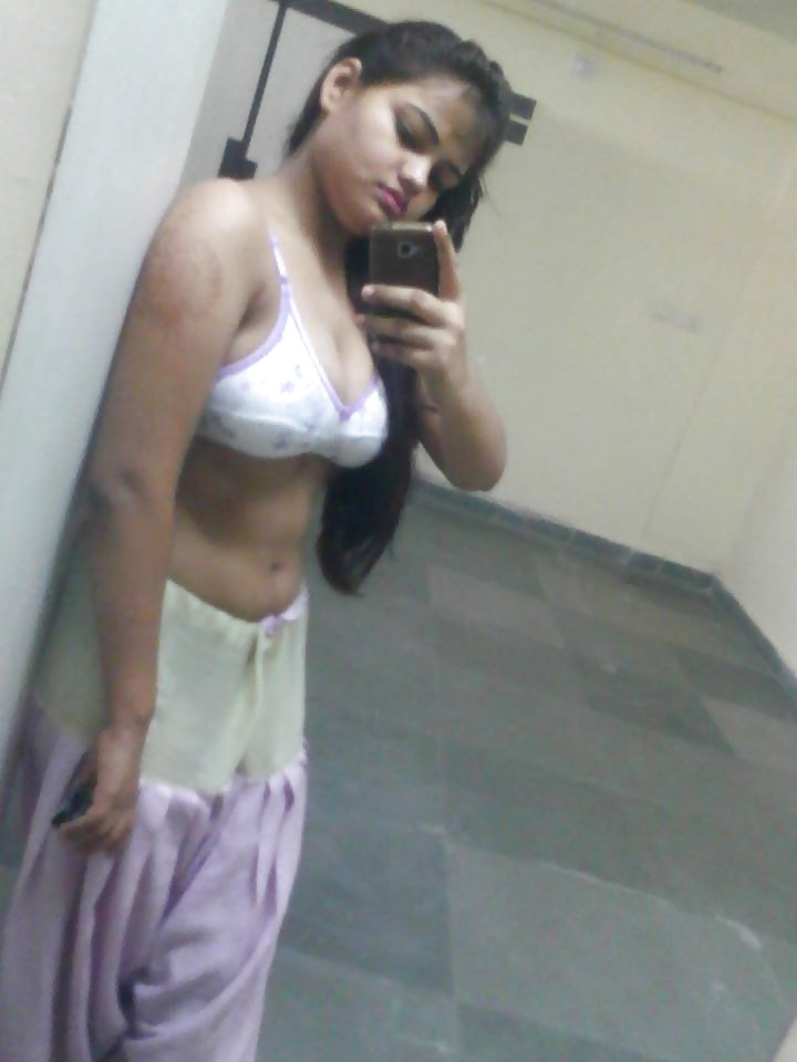 Indian Sexy Girl Naked Seflie Pics