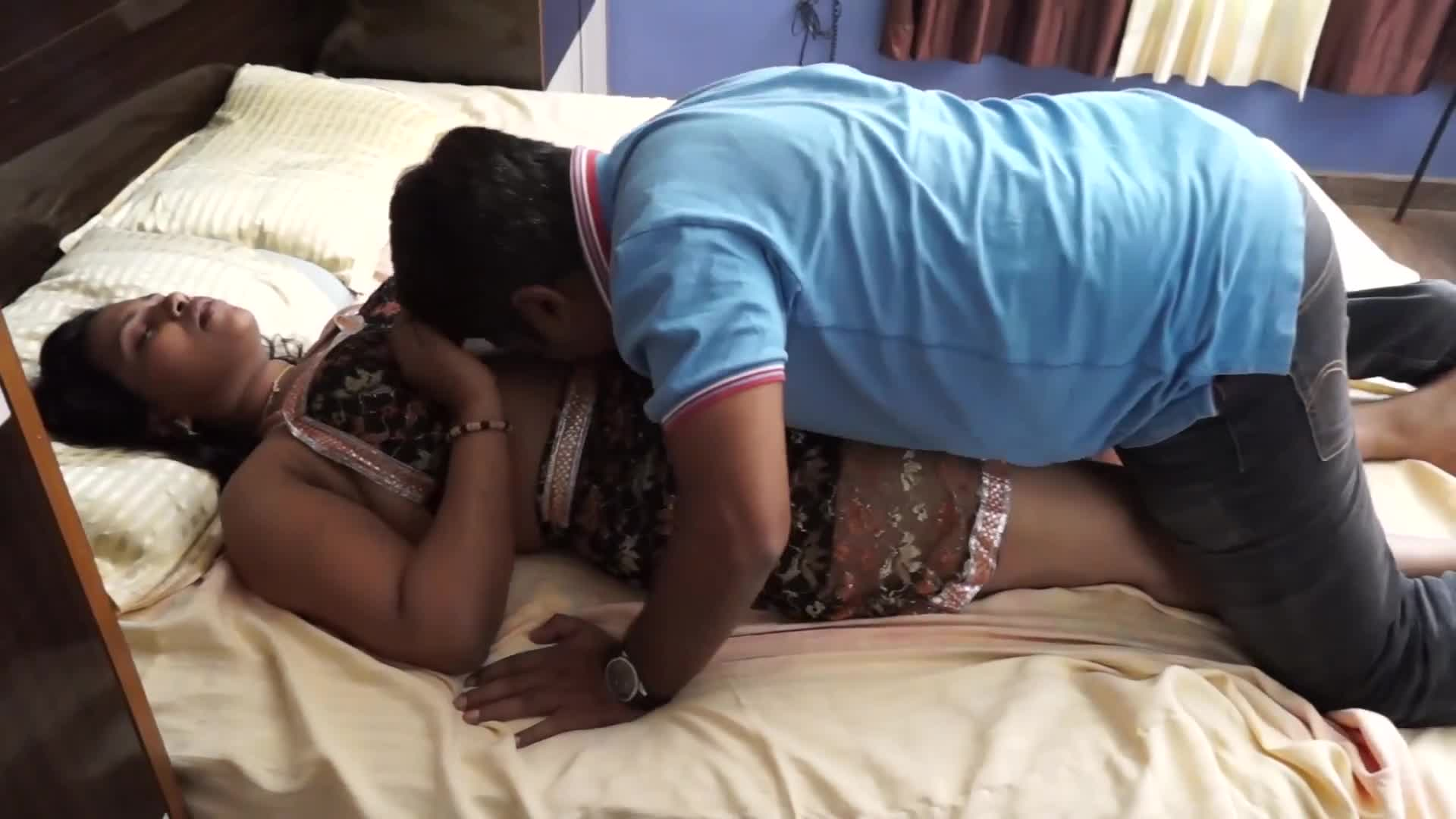 Indian Aunty Romance Sex With Neighbor