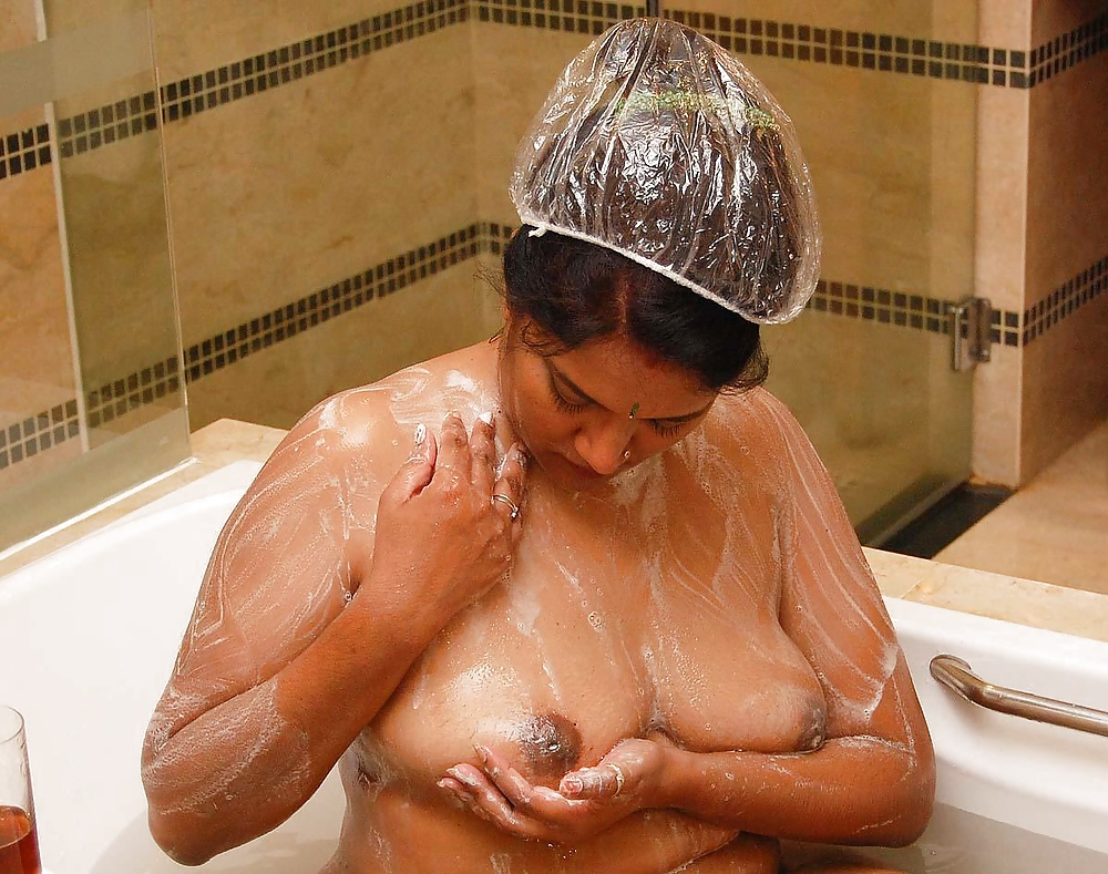 Big Tits Indian Aunty In Shower