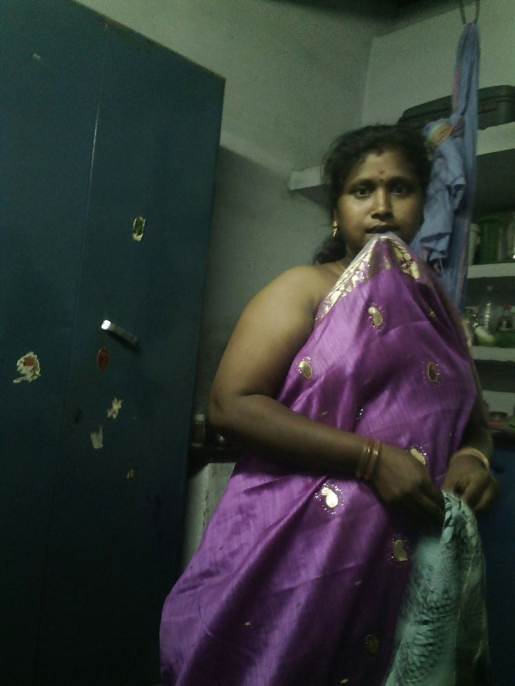 Sexy Indian Aunty Changing Sari