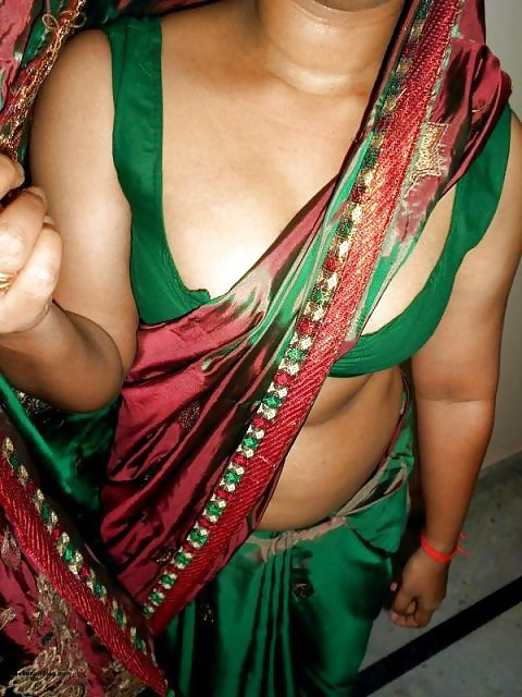 Indian Bhabhi Chitra In Green Sari