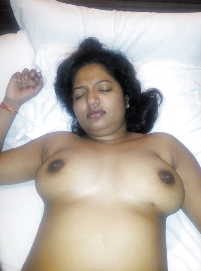 Sexy Indian Wife Namrita Wet Pussy