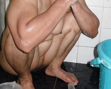 mature_indian_bhabhi_taking_shower13