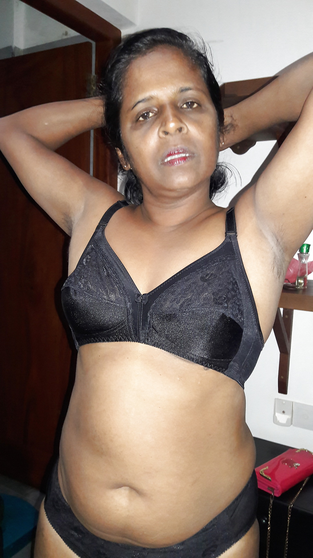 Tamil Hot Wife In Black Bra Nude