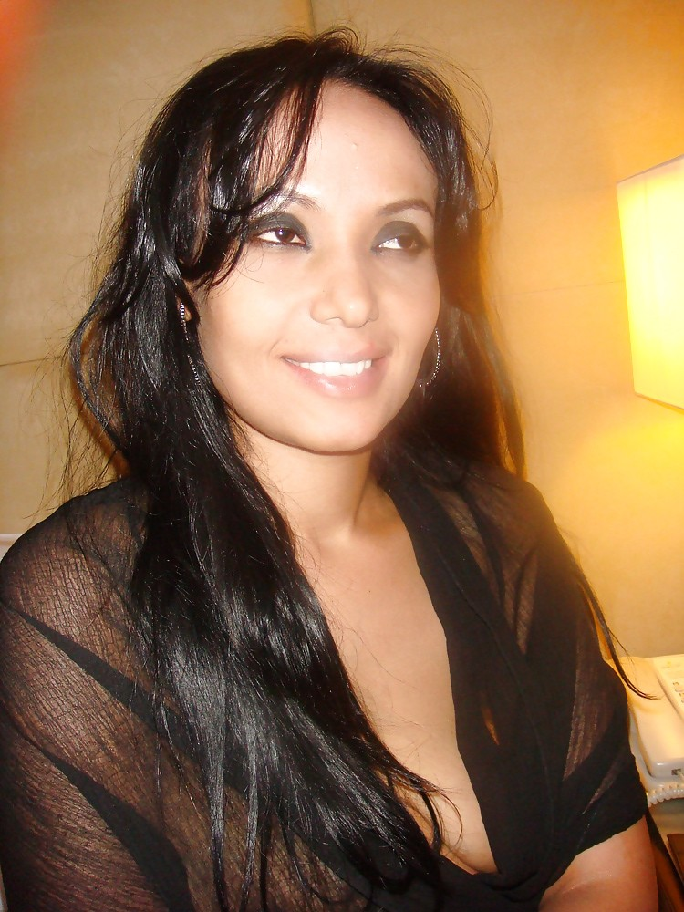 Renu Hot Indian Babe Nude