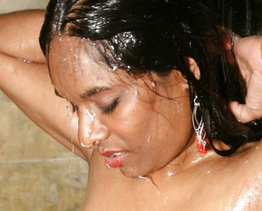 Hot Indian Girl Shower Pictures