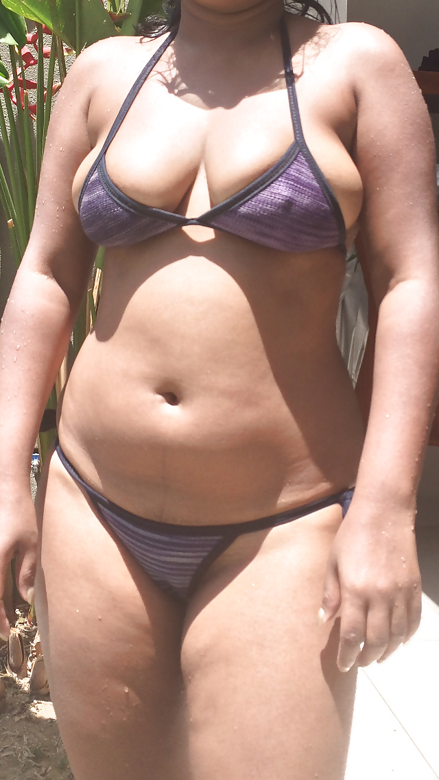 Big Boobs Indian Bikini Aunty