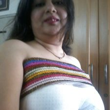 Mumbai Amateur Indian Beautiful Bhabhi Nude 5