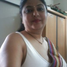 Mumbai Amateur Indian Beautiful Bhabhi Nude 7