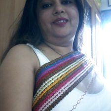 Mumbai Amateur Indian Beautiful Bhabhi Nude 8