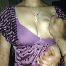 Sexy Indian Bhabhi Cleavage Photos 1