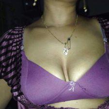 Sexy Indian Bhabhi Cleavage Photos 3