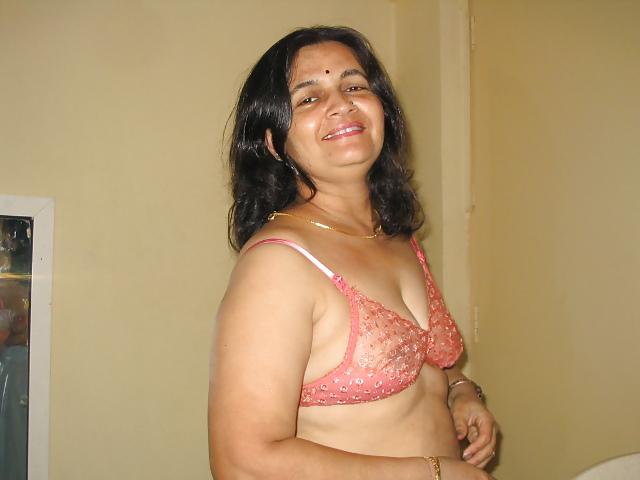 Desi indian slut girl nude amp enjoying her dildo on webcam 4