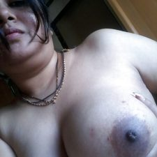 Indian Bhabhi Getting Naked Bedroom Pics 11