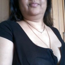 Indian Bhabhi Getting Naked Bedroom Pics 4