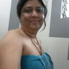 Indian Bhabhi Getting Naked Bedroom Pics 7
