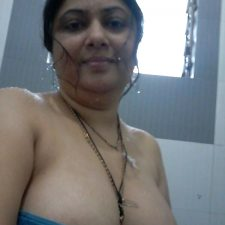 Indian Bhabhi Getting Naked Bedroom Pics 8