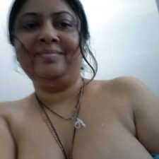 Indian Bhabhi Getting Naked Bedroom Pics 9