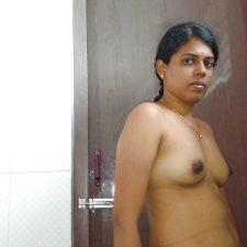 Priya Young Indian Bhabhi Nude Sex Photos