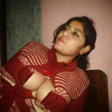 Horny Indian Bhabhi Raveena Sex Photos