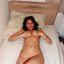 Self Shot Indian College Girl Nude Photos