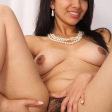 Hairy Nude Indian Girl Showing Desi Pussy