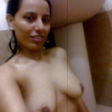 Indian Porn Sexy Babe Filmed Naked Taking Shower