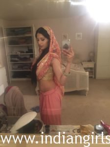 British Indian Bhabhi Taking Nude Selfie