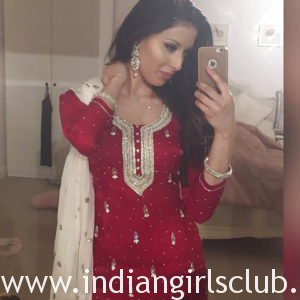British Indian Girl Nude Taking Hot Selfie