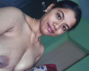 Big Boob Housewife From Bihar Taking Her Nude Photos