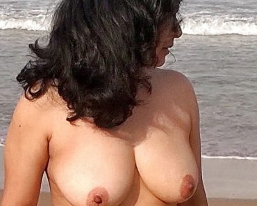 Mature Indian MILF Bhabhi Walking Naked At Beach