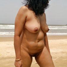 Mature Indian MILF Bhabhi Walking Naked At Beach