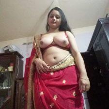 Married Indian Bhabhi Exposing Juicy Big Boobs