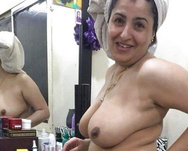 Indian Punjabi Aunty Kamaljeet Taking Shower
