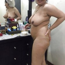 Indian Punjabi Aunty Kamaljeet Taking Shower