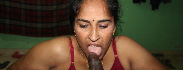 Mature Indian MILF Bhabhi Reshma Aunty Giving Blowjob