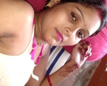 Desi Horny Indian Bhabhi Sex Fingering Shaved Pussy